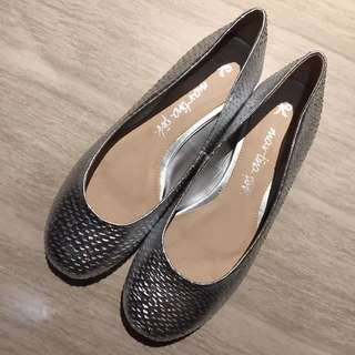 NEW Flat Shoes Silver Snakeskin