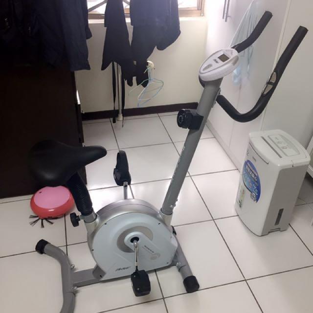 商品:磁控直立式腳踏健身車