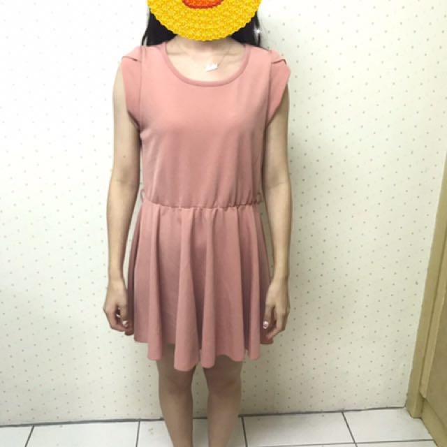 粉色縮腰洋裝