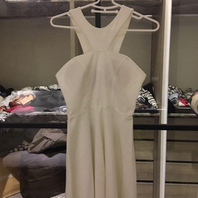露肩白色洋裝
