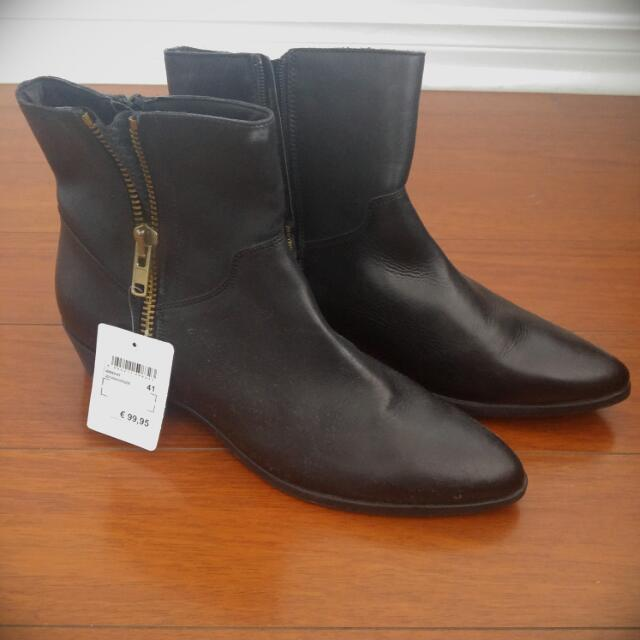 Tamaris Heeled Ankle Boots In Black