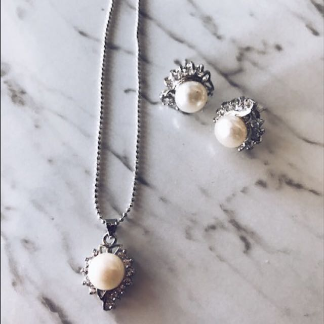 Bridal Matching Pearl Necklace And Stud Earrings