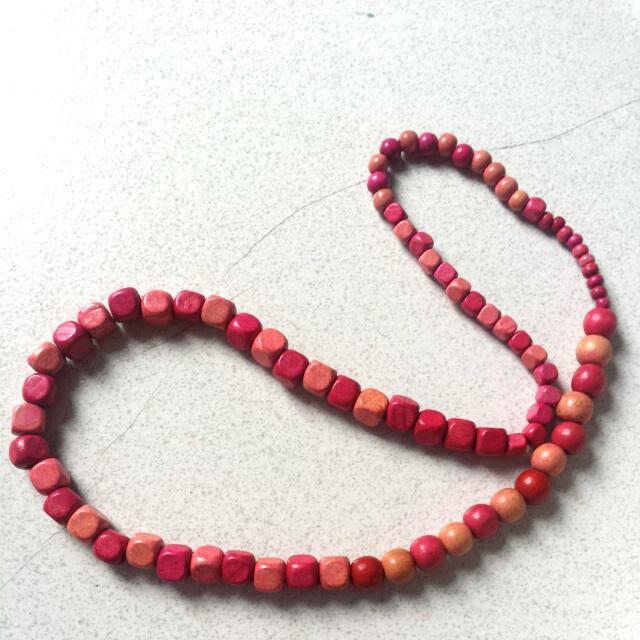 Kalung Kayu Pink
