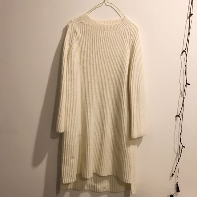LIKE NEW OVERSIZE WHITE JUMPER