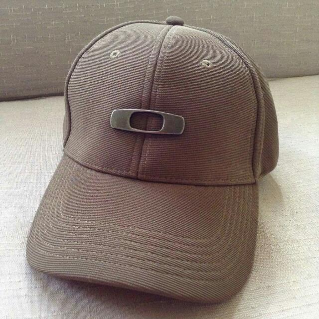 Sale !!! Oakley Cap Adjustable Brown Color Authentic  Never Used