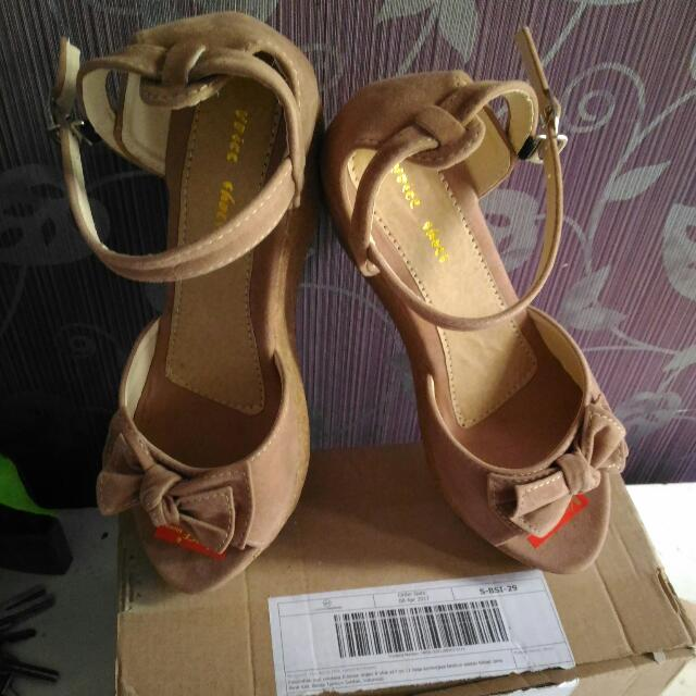 Sepatu Wedges Size 39