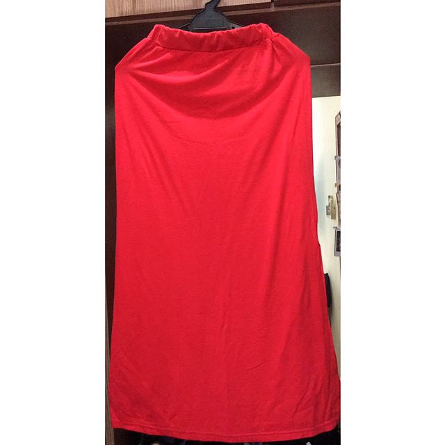 Three Quarter Red Skirt With Slit On The Side