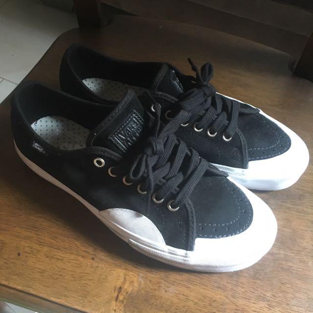 36689726b11 Vans AV Classic Pro Shoes (Rubber) Black White