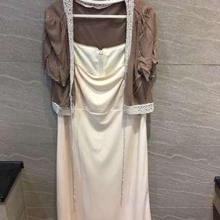 咖啡短外套+米白色洋裝