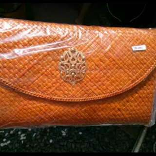 Clutch Anyam Orange