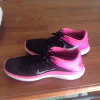 Nike Sheos