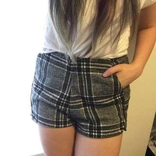 Checkered High-Waisted Short