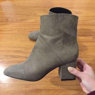 ZARA Trafaluc Brown Suede Boots