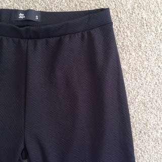 Patterned Black Leggings