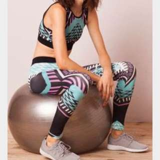 BNWT Mink Pink Move Exercise Gym Fluro Set. She's A Warrior Crop And Tights