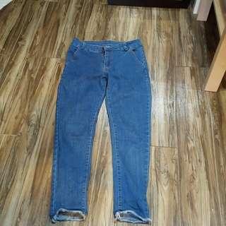 顯瘦不修邊9分牛仔褲