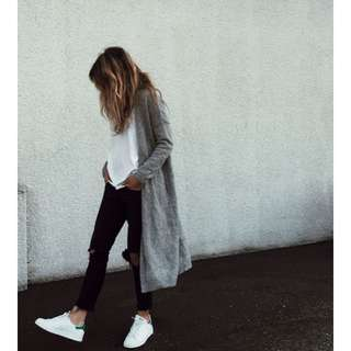 👓 LOOKING FOR 👓Long Light-Grey Cardigan