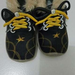 Sepatu Anak Berbulu