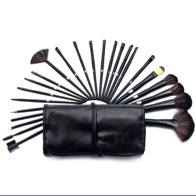 30pc Set Makeup Brushes !!