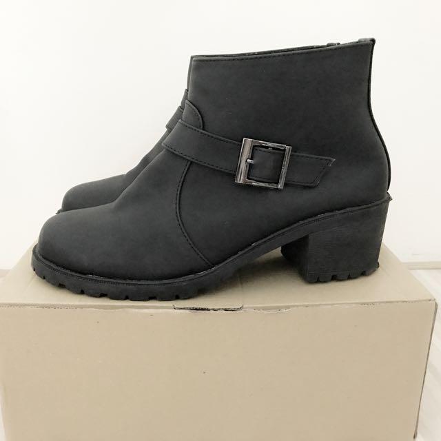 低筒粗跟裸靴短靴 黑色38