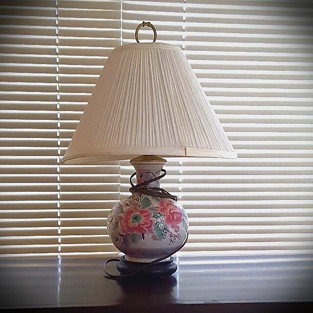 Beautiful Vintage floral Print Lamp