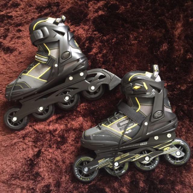 Brand New Roller Derby Roller Blades / Roller Skates