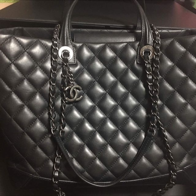 Chanel LE Shopping Tote
