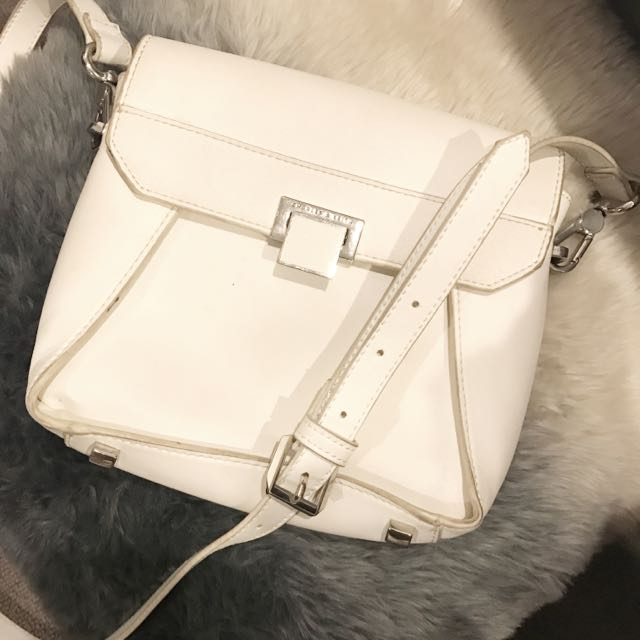 GOOD CONDITION CHARLES&KEITH WHITE SMALL BAG