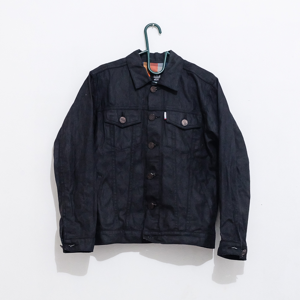 jaket jeans atau denim hitam
