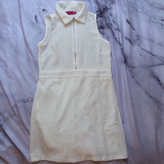 Size 8 - White Shift Collar Dress