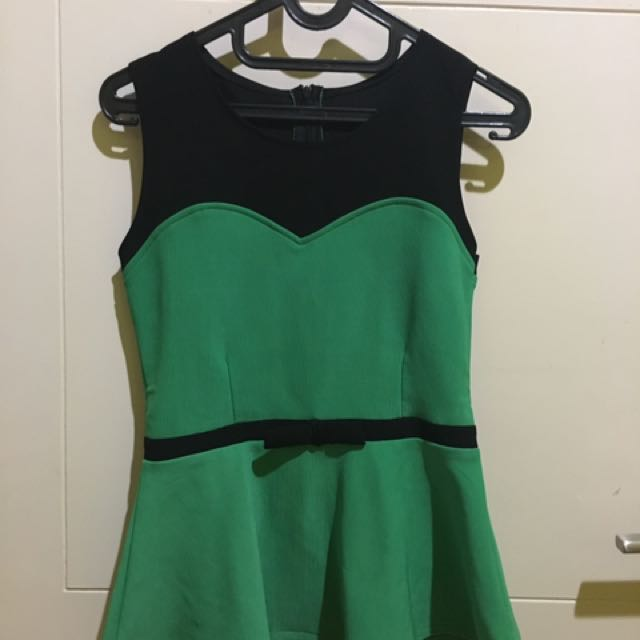 tops black green