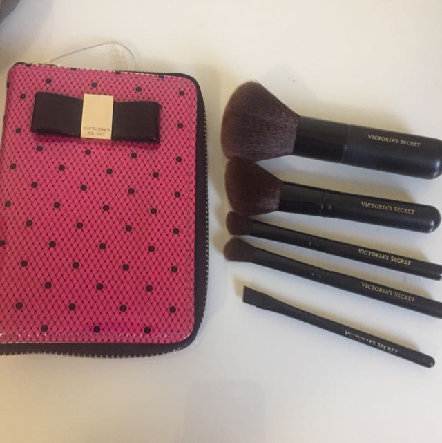 Victoria Secrets Travel Brush Set