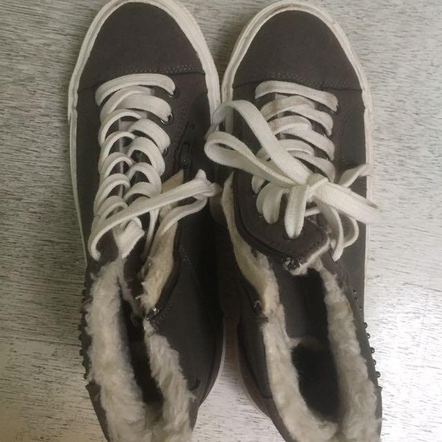 Zara Sepatu