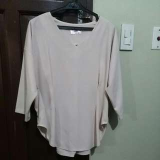 Structured Cream top (size L)