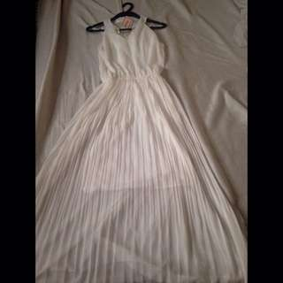 Never worn: ALEXANDRÉ Long white dress perfect for parties/formal/semi-formal occasions (Medium)