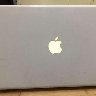 """Macbook Unibody White 13"""""""