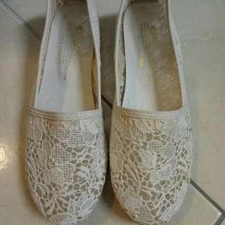 韓版刺繡白色平底鞋