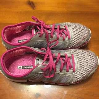 Adidas女運動鞋 9碼 25.5cm