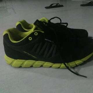 Sepatu Lari Spotec