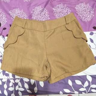 🚚 卡其色短褲(只穿一次)