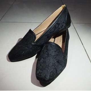 ZALORA Black Flat Shoes / Sepatu Sandal Selop