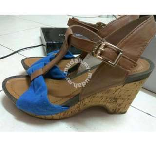 Summit wedges blue