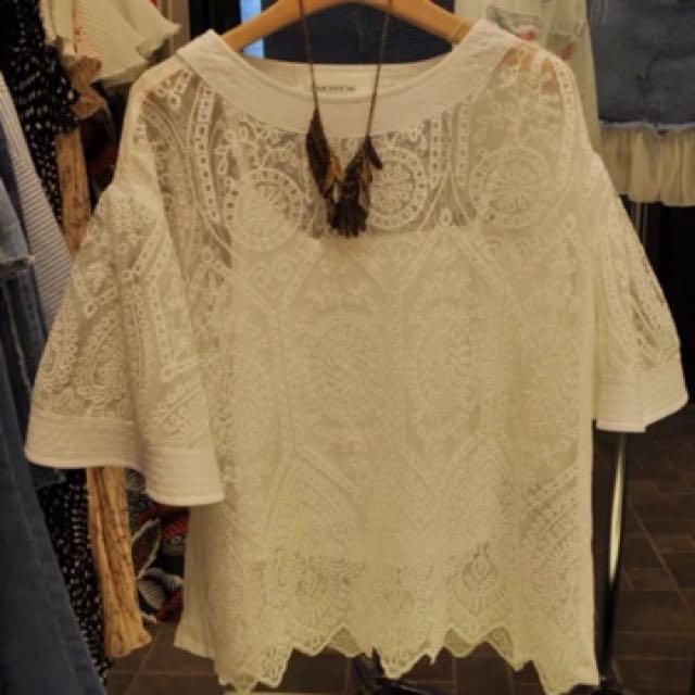 韓國喇叭袖鏤空蕾絲衫+吊帶件套上衣