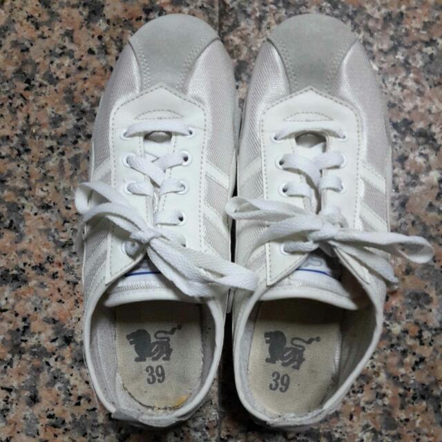 白色 田徑衝刺鞋#五百元好女鞋