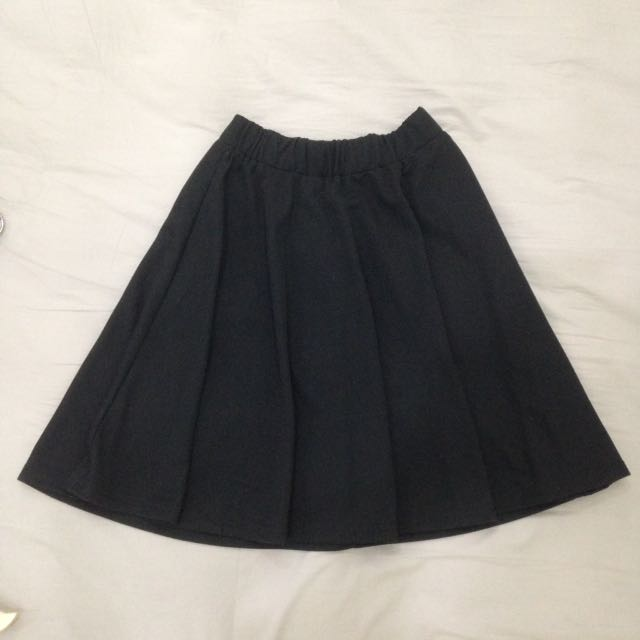 Black Skater Skirt (No Brand, Size fit to M)