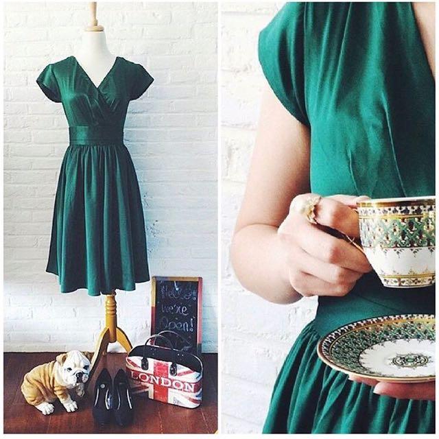 B&P 緞面綠色洋裝
