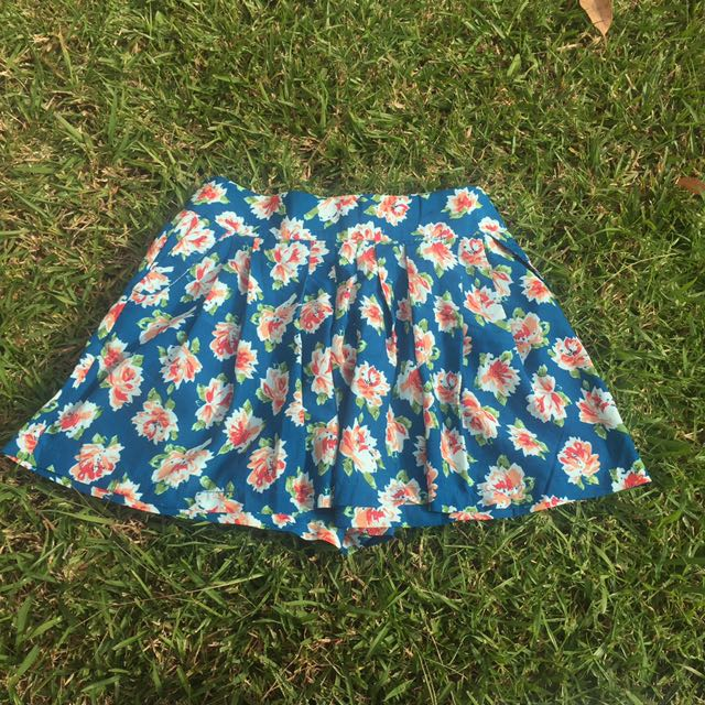 Chicabooti Pleated Floral Skort