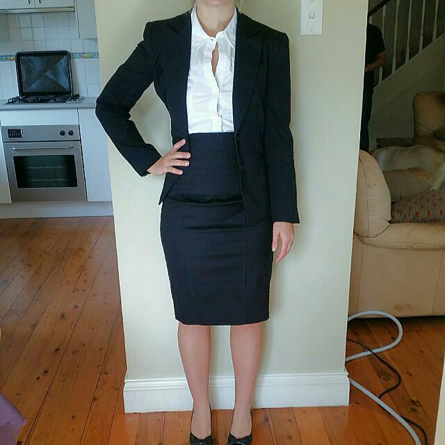 CUE suit Sz 6-8 (Skirt + Jacket)