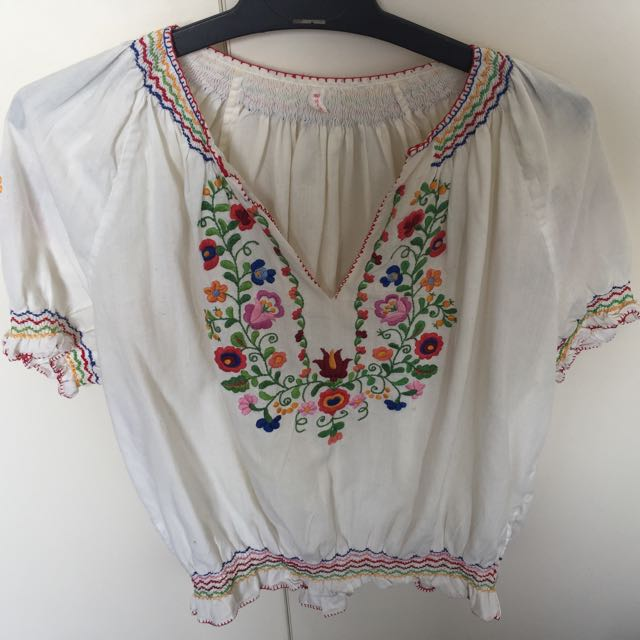 Cute Vintage Embroidered Top Size Small