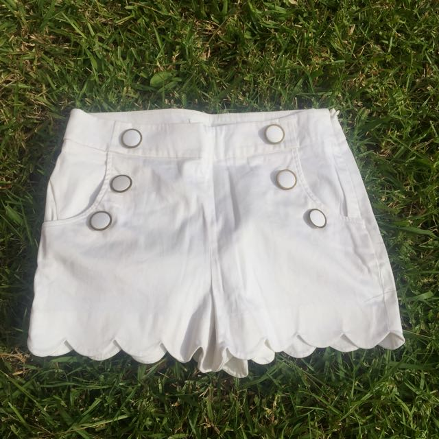 FOREVER NEW Scalloped High Waisted White Shorts